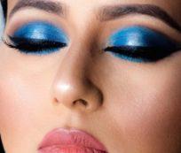 3D royal blue eyes