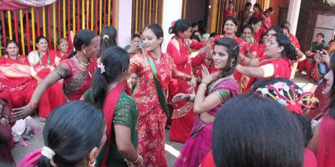 Dar Khane din-group of women dancing