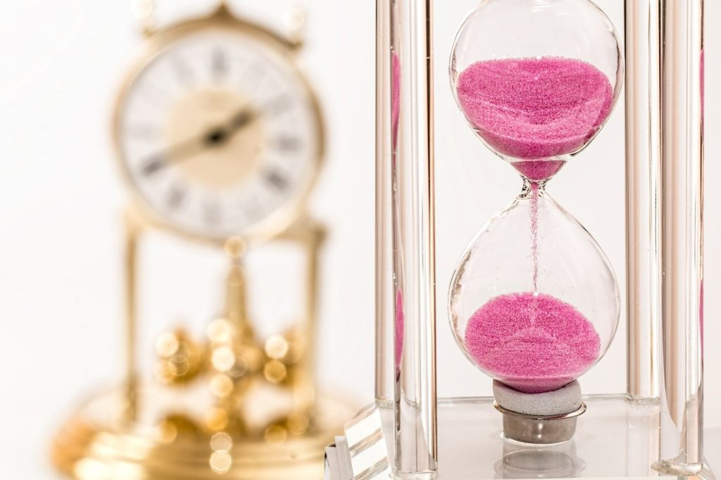 hourglass and watch habits of rich people