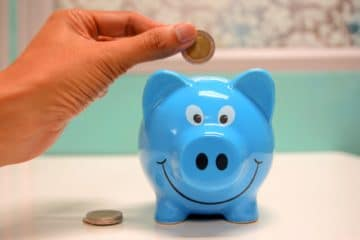 money-saving-tips in-piggy-bank